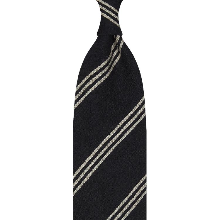 Cravate rayée en shantung de soie bleu marine et beige, roulée à la main