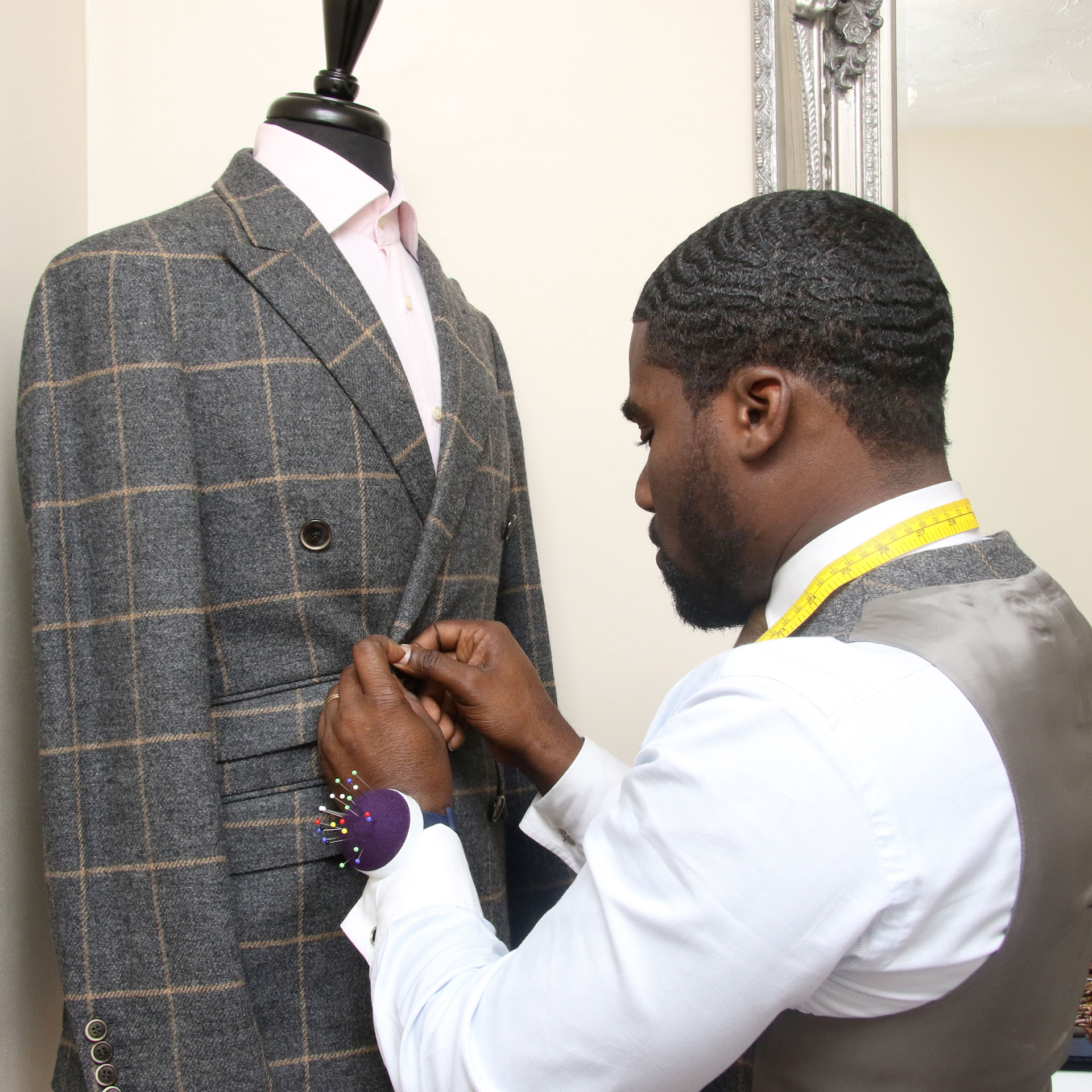 Mr-Dike checking a Suitsurmesur suit